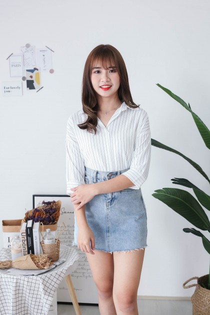 Korea Stripe V Collar Oversize Short Sleeve Blouse (White)