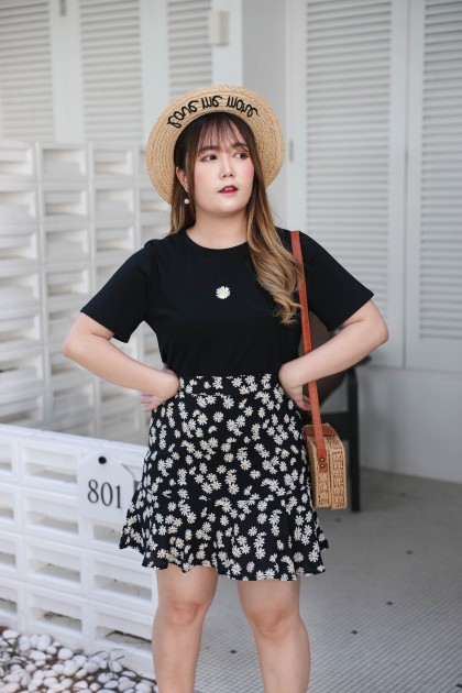 Korea Embriodery Flower Top + Flower Elastic Rubber High Waist Skirt [Set] (Black)